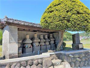 加藤景廉一族の墓