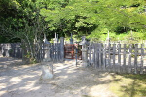 米山寺・小早川家墓所