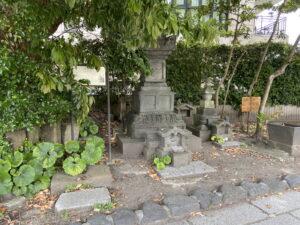 畠山六郎重保墓塔